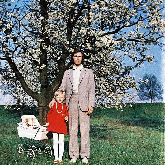 Leona Machálková jako malá holčička, poznal by ji málokdo.