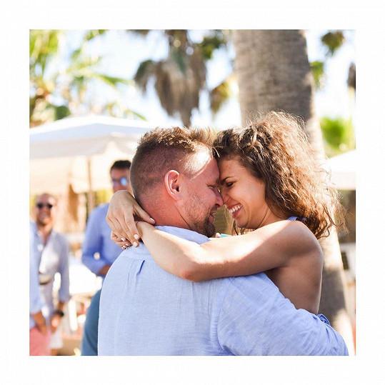 Denisa Pfauserová v sobotu oznámila zasnoubení.