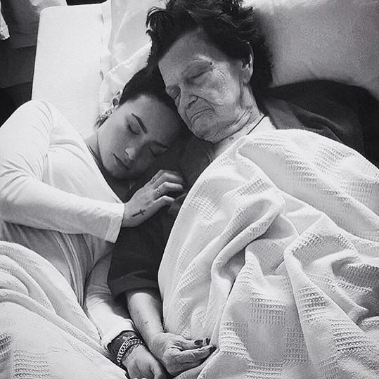 Demi se před pár dny rozloučila s babičkou.