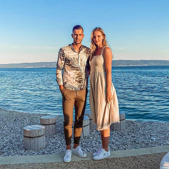 Na Jadranu si užívá romantiku s fotbalistou Dávidem Hanckem.