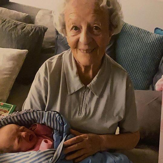 Mia s prababičkou