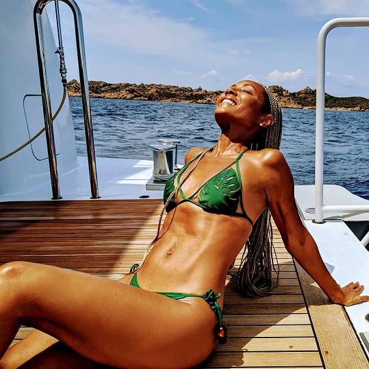 Jada Pinkett Smith ukázala luxusní figuru v bikinách.
