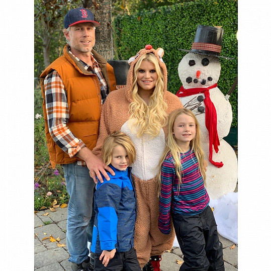 S manželem Ericem Johnsonem a dětmi Stellou a Acem
