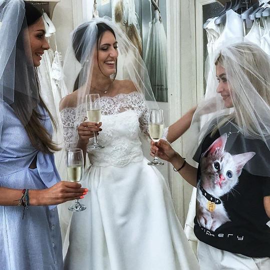 Eliška už řeší svatební přípravy. Nikoli pro sebe, ale pro své sestry.