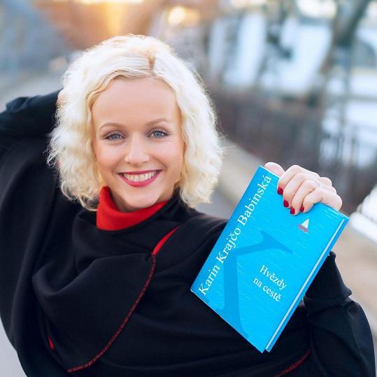 S Karin jsme se potkali kvůli její nové knize Hvězdy na cestě. Během rozhovoru došlo ale i na jiná témata.