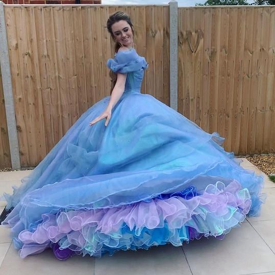 Šaty Popelky byly jejím velkým snem. I ten si splnila.