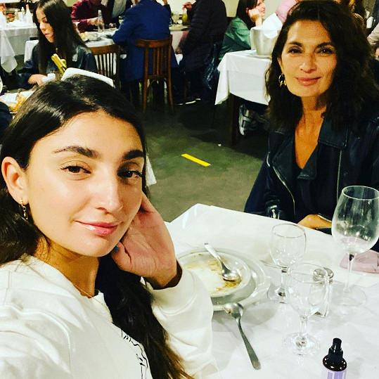 Její dcera Paloma jako by jí z oka vypadla.
