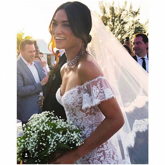 Svatební šaty navrhlo duo Ralph & Russo.