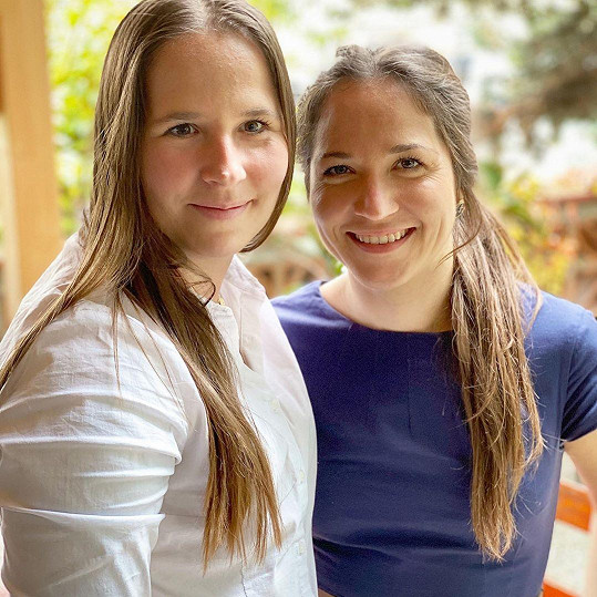 Dcery známého moderátora. Vlevo Lucie a vpravo Veronika.