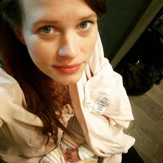 Dceru Dorotku herečka porodila loni v srpnu. Od té doby se občas pochlubí společnou fotkou.