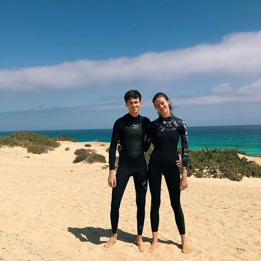 Barbora Podzimková a Albert Černý si prodloužili pobyt v Maroku, aby mohli vyrazit surfovat. Nyní svého rozhodnutí litují.