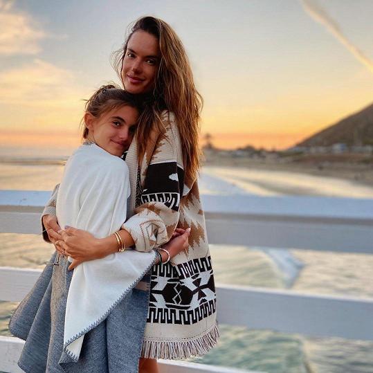 Anja začíná být mamince dost podobná.