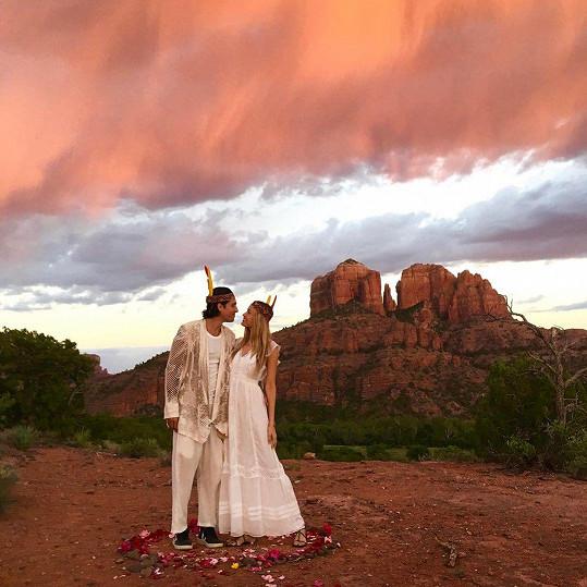 Tímto snímkem Petra fanouškům oznámila, že se vdala.