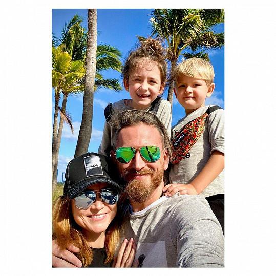Na Floridu vyrazila s manželem Tomášem a dětmi.
