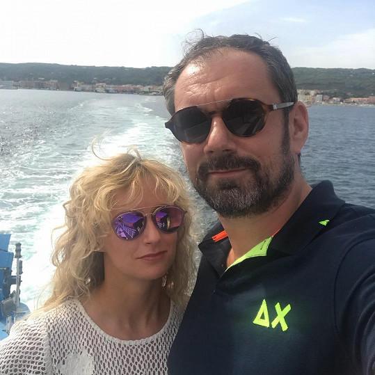 V minulosti jezdil do Itálie i s partnerkou Lucií Hunčárovou.