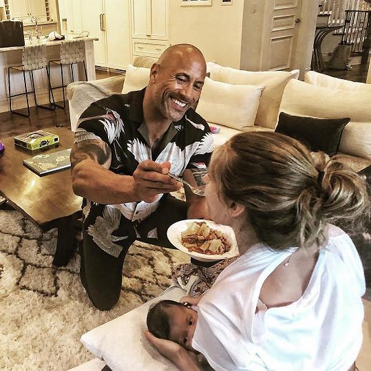 """""""S tímhle si poradím. S potěšením,"""" píše Dwayne Johnson u této fotky."""