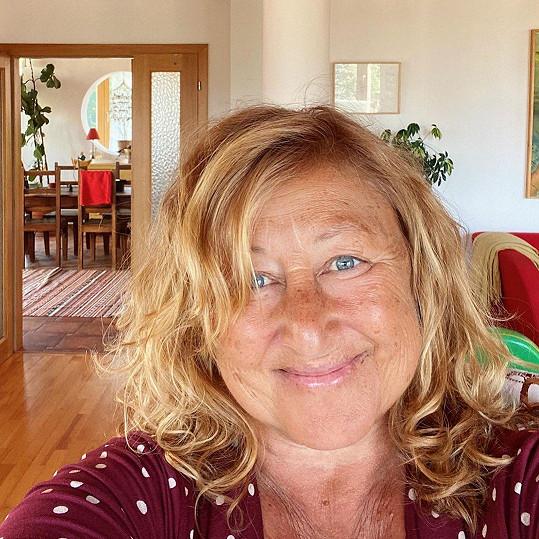 Spisovatelka je na Instagramu poměrně otevřená. Zveřejnila dokonce fotku s tváří zcela bez líčidel.