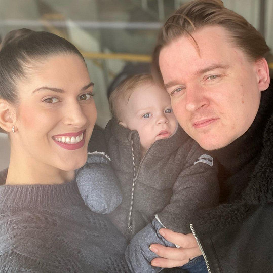 Aneta Vignerová porodila věrnou kopii svého partnera Petra Kolečka.