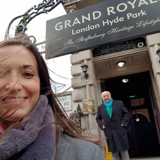 Felix Slováček si mezitím užíval s Lucií Gelemovou procházky v Londýně.