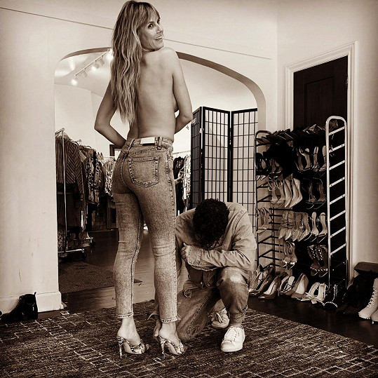 Heidi Klum při tvorbě outfitu se stylistou Robem Zangardim