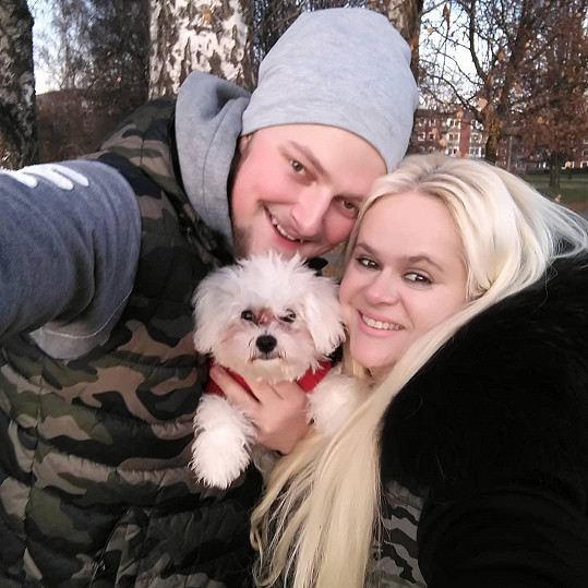 Monika Štiková žije s mladším přítelem v zahraničí.