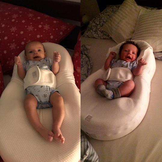 Fotka mladšího syna Matouše (vlevo) byla pořízena letos v lednu a fotka staršího Tadeáše (vpravo) pochází z ledna 2016, kdy byl zpěvaččin prvorozený syn téměř ve stejném věku jako jeho bratříček nyní.