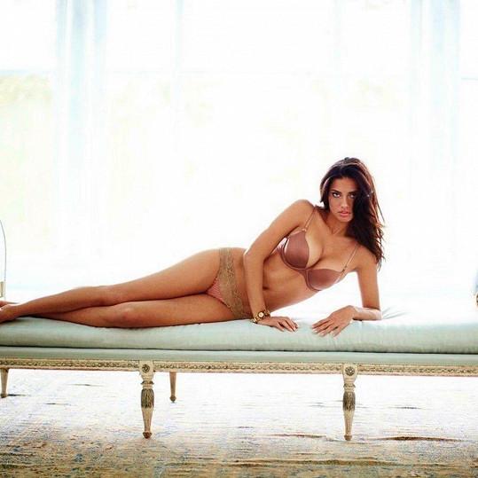 Tělo i nadále vystavuje v reklamních kampaních.