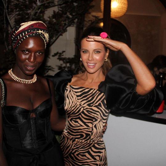 Popřát přišla i Kate Beckinsale a Jodie Turner-Smith.