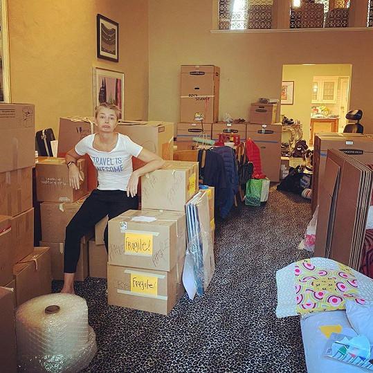 Dům v New Yorku vyklízela několik týdnů. Věci složila do 219 krabic.