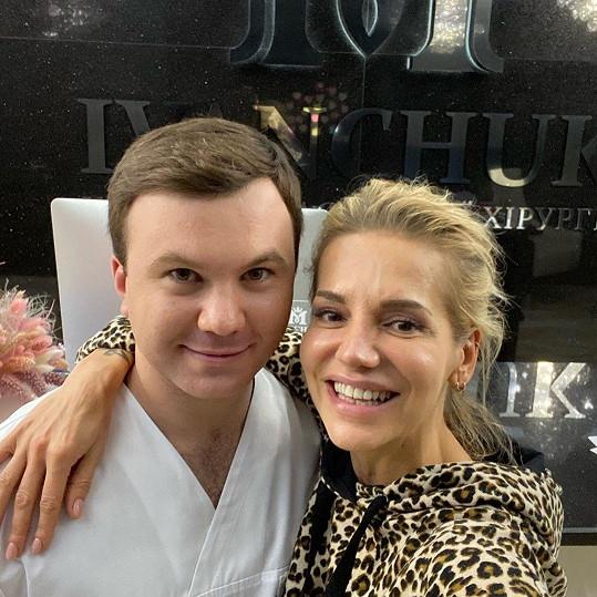 Plastický chirurg Maxim Ivanchuk se pochlubil selfie s Darou prostřednictvím svého profilu na sociální síti Instagram.
