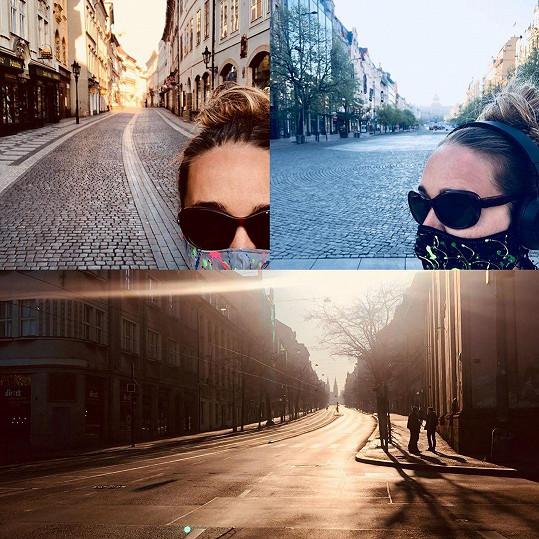 Užívá si ale i vylidněné Prahy, po které se jí v Kanadě stýskalo.