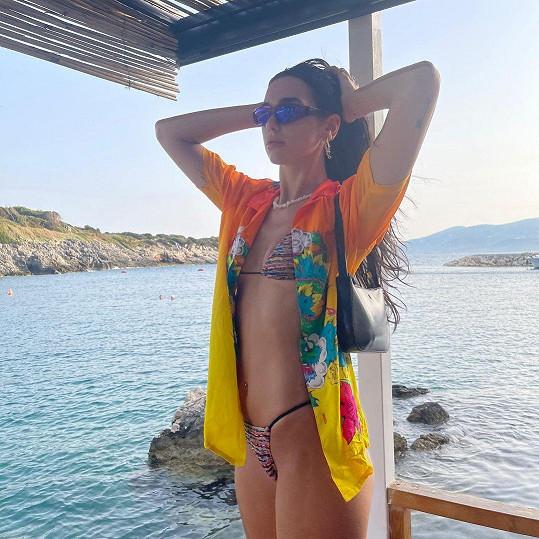 Dua Lipa je na dovolené v Albánii.