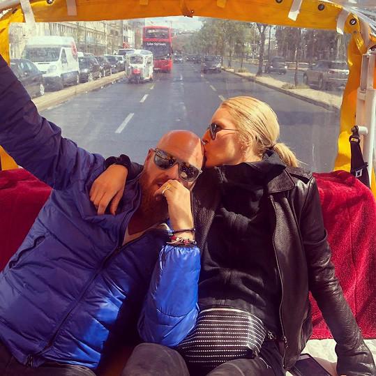 Dovolenou v Lisabonu si užívá s manželem Karlem Vágnerem.