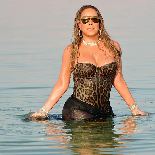 Mariah Carey zapózovala v Mrtvém moři.