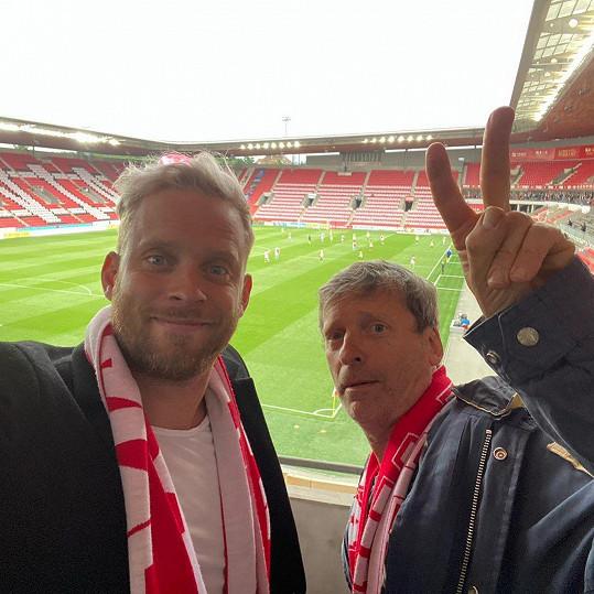 Jakub Prachař a jeho táta David Prachař jsou velkými fanoušky fotbalové Slavie.