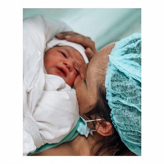 Veronika Arichteva je maminkou.