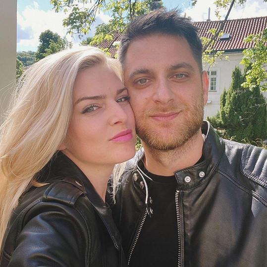 Nikol Štíbrová s přítelem