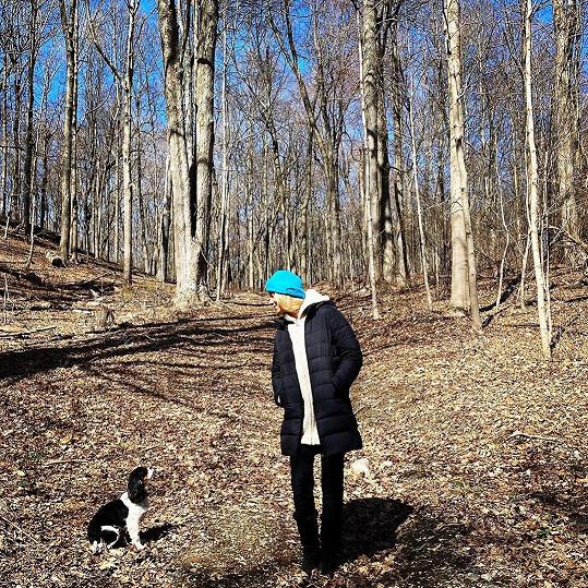 Karanténu tráví na venkově.