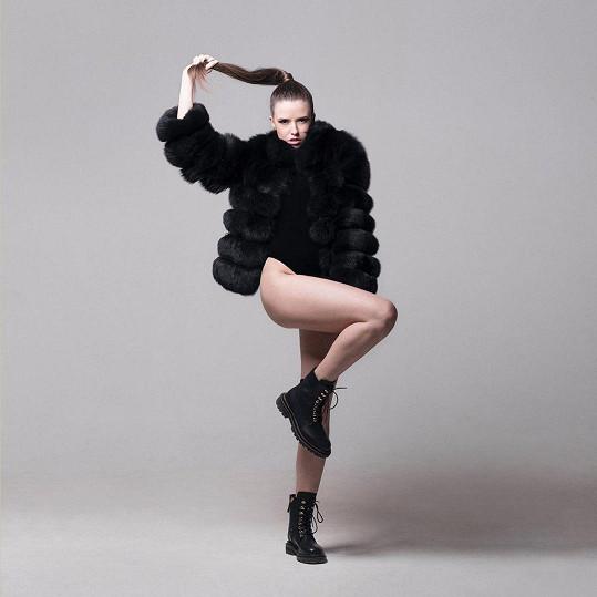 Dominika Branišová předvedla své sexy nohy.
