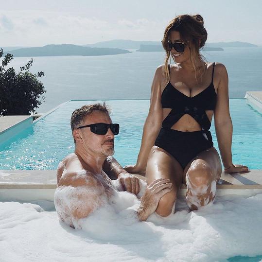 Tereza Kerndlová si s manželem užívala dovolenou na Santorini.