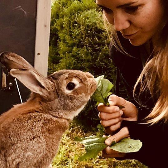Lucie Vondráčková s králíčkem