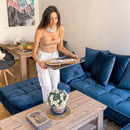 Eliška Bučková se stěhovala do nového bytu.