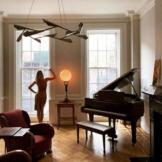 Nastěhovala se do bytu v New Yorku, který je coby kamenem dohodil od jejího prvního, kde žila na začátku osmdesátých let.