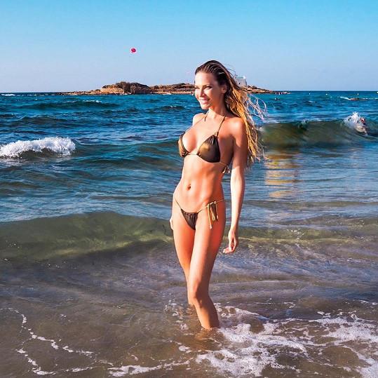 Andrea tvrdí, že chytat bronz u moře umí každý...