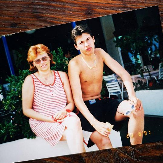 Mamince popřál i Lukáš Hejlík, který ukázal snímek z puberty.