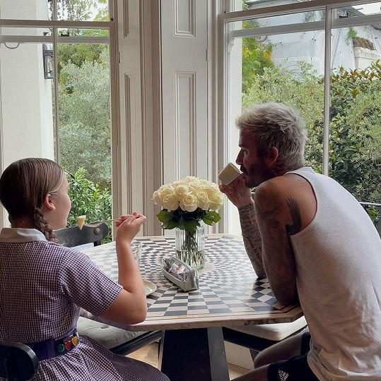 David Beckham se roztomile loučil se svou dcerou, která se vracela do školy.
