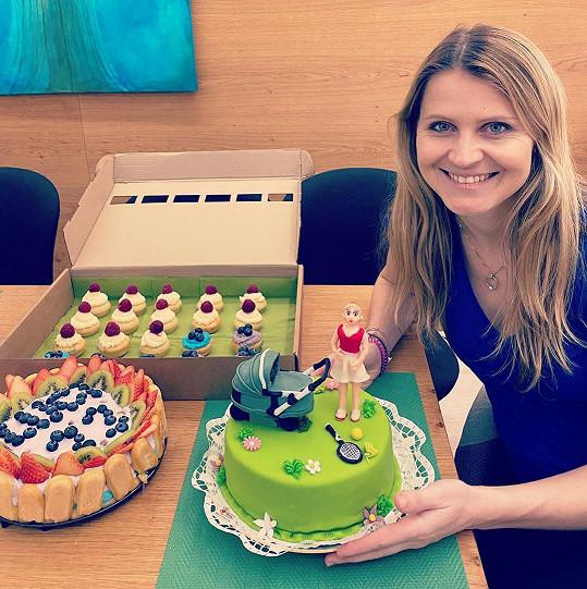 Lucie Šafářová slavila narozeniny s dorty.