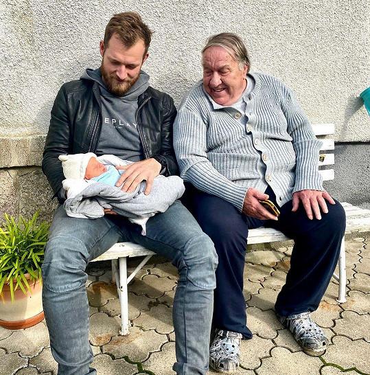Josef Pizinger je pyšným tatínkem syna Pepy. Nadšen je z něj i jeho dědeček, tedy praděda nejmladšího Pepy
