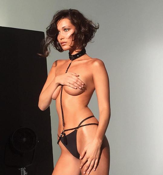 Dosud nejdráždivější modelčina fotografie obletěla internet.