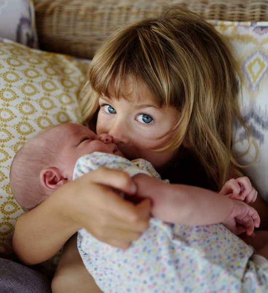 Ella se svou sestřičkou Stellou